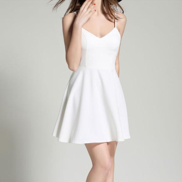 DN909 - Đầm dự tiệc hai dây phối cánh thiên thần màu trắng