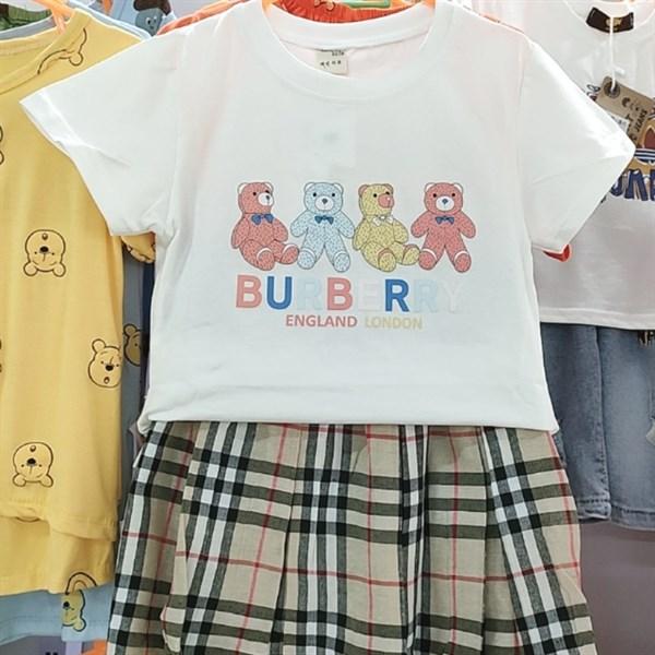 Set áo phông - chân váy Burberry cho bé