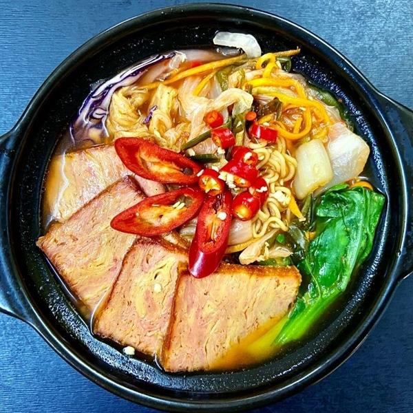 Mì cay kim chi - Spicy noodle & kimchi