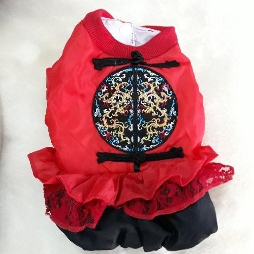 x áo đỏ thêu hình tròn
