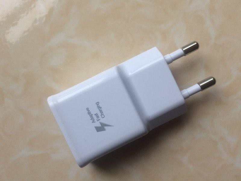 Cóc sạc nhanh Samsung 2A sấm sét trắng