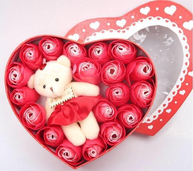 Hộp hoa hồng trái tim kèm gấu