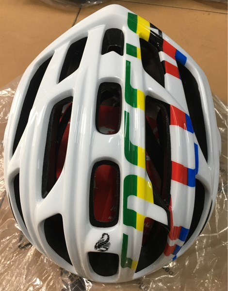 Mũ ScoHiro - Trắng Chữ Màu (Chiếc)
