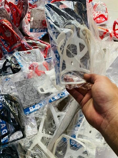 Giá nhựa BOTTLE CAGE - màu Trắng (chiếc)