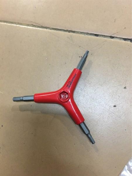 Lục năng Tam giác Ba chạc màu đỏ 1 đầu hoa thị T25/5mm/6mm - F - đỏ (chiếc)