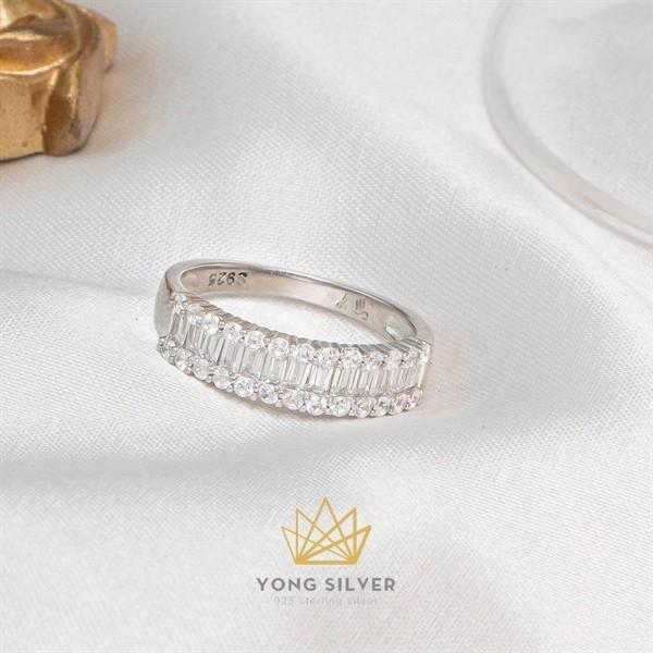 Diamond Baguette Line Ring